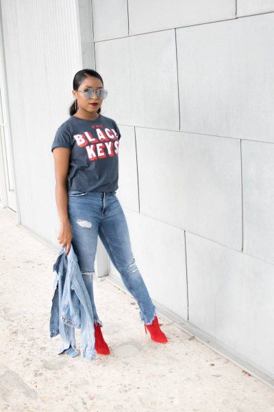 grey print tee with light blue denim jacket and ripped jeans
