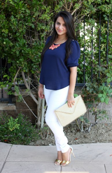 navy blue scoop neck short sleeve blouse with white skinny jeans