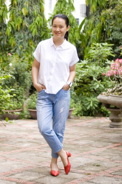 white button up short sleeve shirt with blue boyfriend jeans