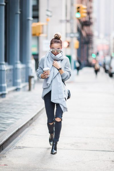 grey ribbed knit shawl with ripped black skinny jeans