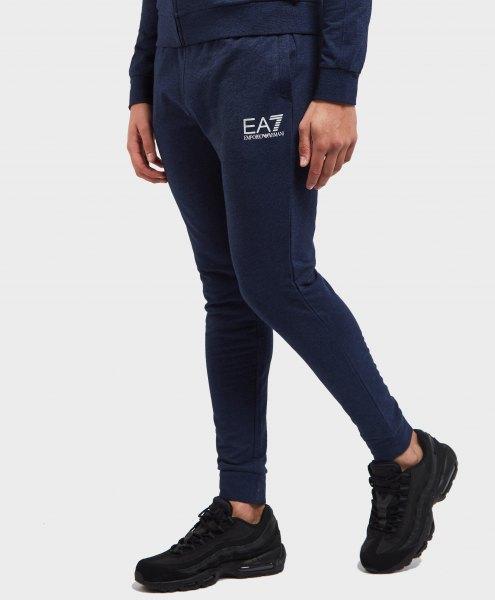 black sweatshirt with skinny fleece pants