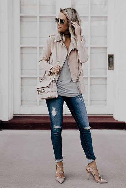 pale pink blazer with grey tank top and cuffed ripped jeans