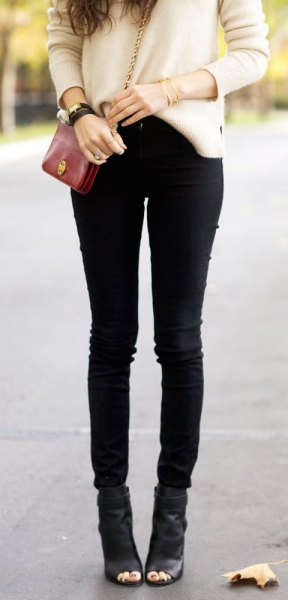 white chunky sweater with black skinny jeans and peep toe ankle boots