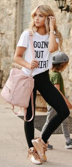 white print tee with black skinny jeans and gold sneakers