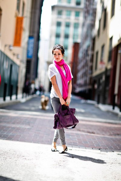 white t shirt with hot pink scarf and grey skinny jeans
