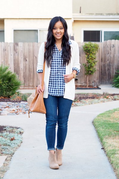 black and white checkered shirt with white cardigan and blue skinny cuffed jeans