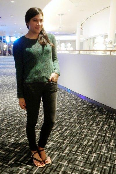 crew neck sweater with dark skinny jeans