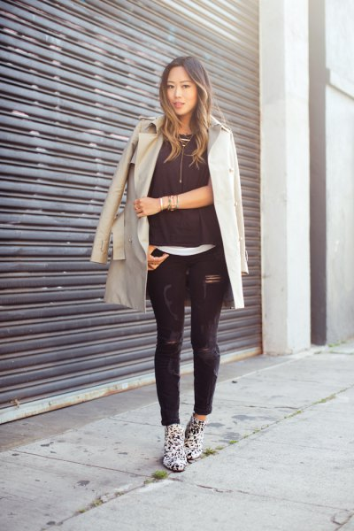 pale pink longline blazer with black ripped skinny jeans and leopard print boots
