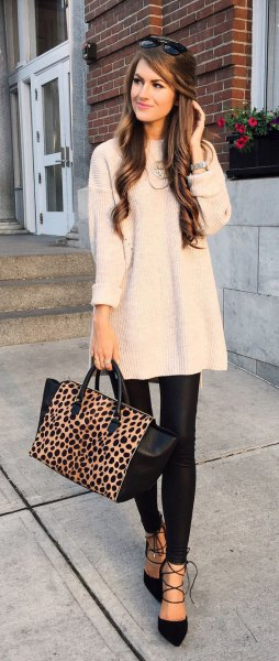 pale pink tunic knit sweater with black skinny leather pants