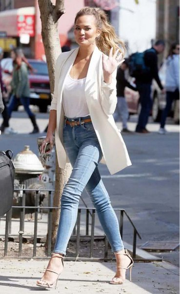 white long blazer with scoop neck tank top with blue skinny jeans