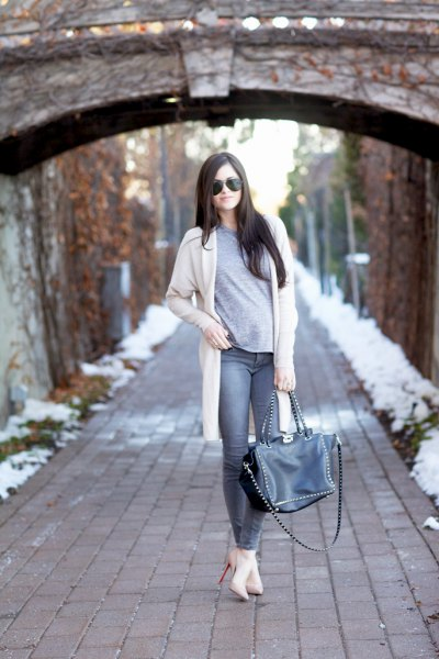 white longline cardigan with grey t shirt and skinny jeans