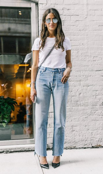white t shirt with blue straight leg mom jeans and black heels