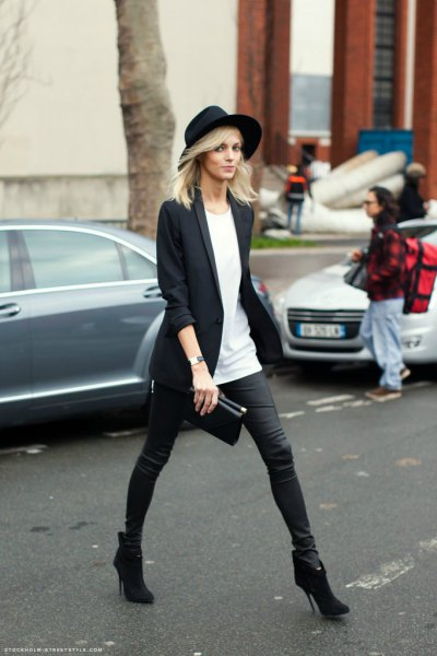 black long blazer with tunic tee and felt hat