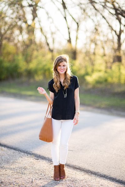 black t shirt with white skinny jeans and camel open toe ankle heels