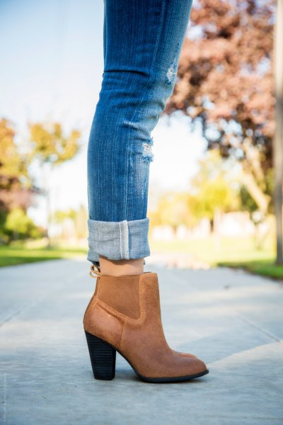 blue cuffed skinny jeans with brown leather bootie heels