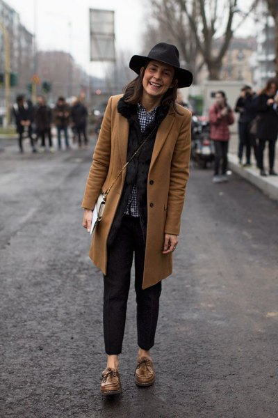 camel longline blazer with black slim fit jeans and floppy hat