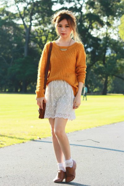 green knit chunky sweater with white lace shorts and brown suede oxford shoes