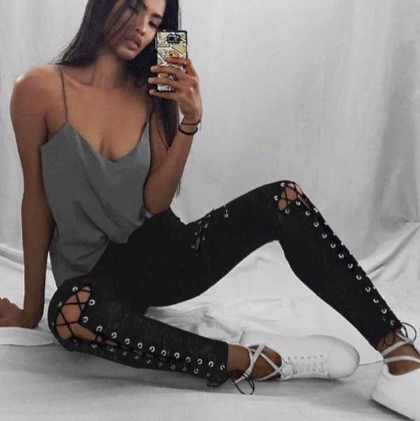 grey scoop neck tank top with skinny jeans and white sneakers