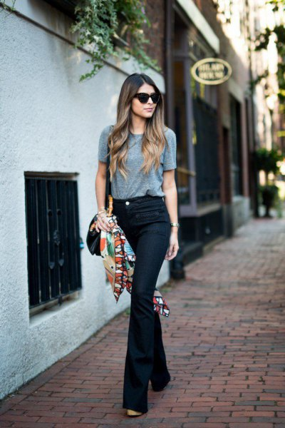 grey t shirt with dark blue flare jeans