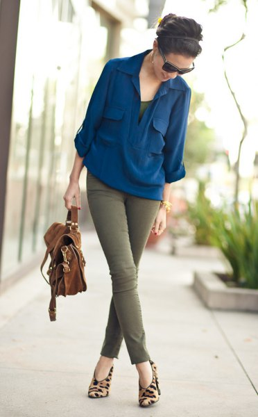 navy blue chiffon blouse with green skinny jeans