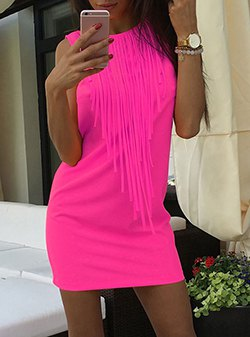 sleeveless mini pink dress with matching casual bracelet