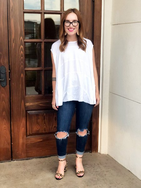 white sleeveless blouse with ripped knee dark jeans