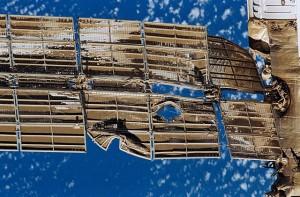I danni ai pannelli solari causato dallo schianto della navicella Progress M-34