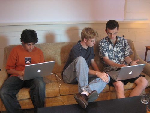Aaron Swartz (left), Steve Huffman (center) of Reddit and Zak Stone (right) of Memamp on Y Combinator's office couch