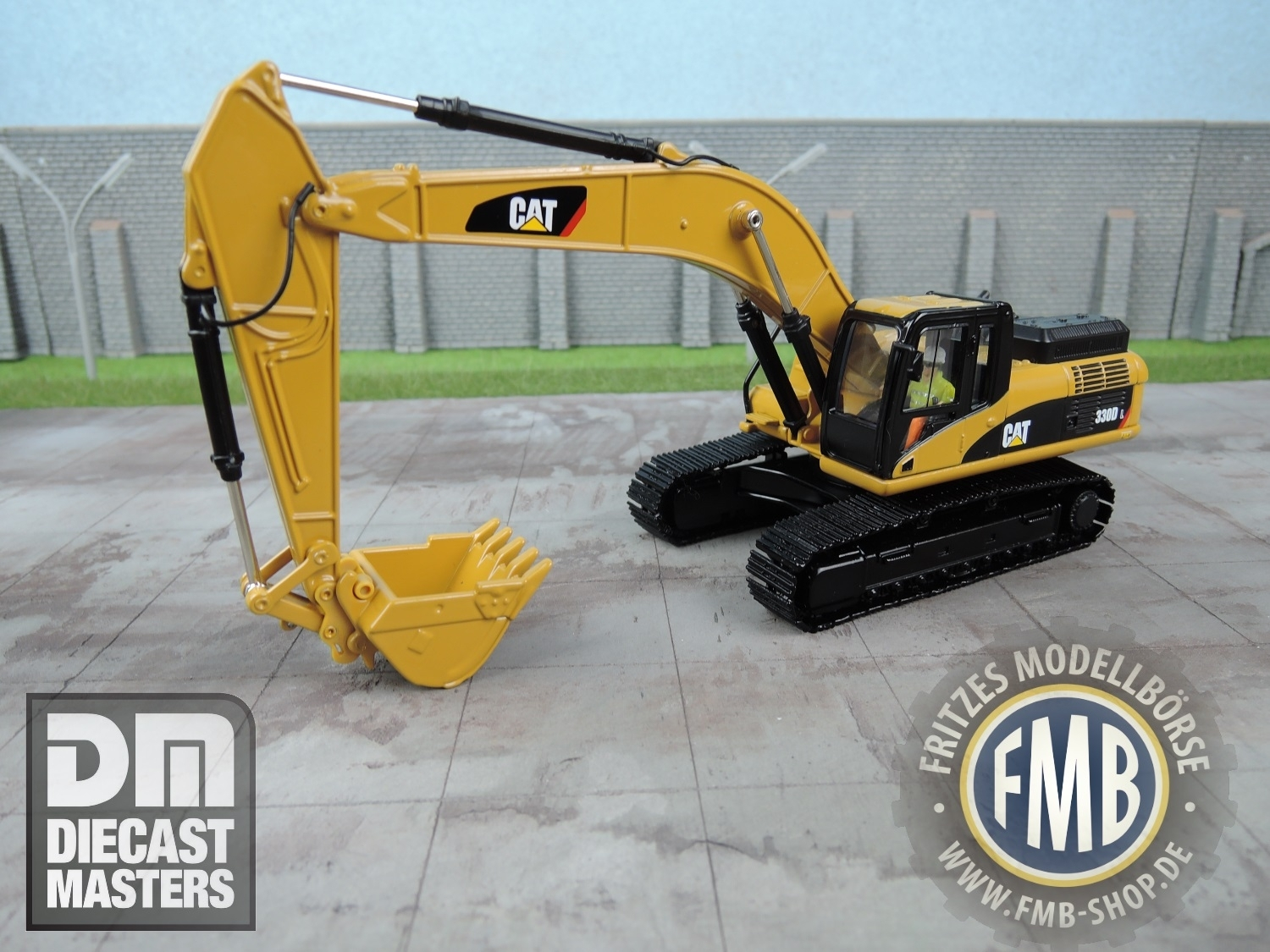 hight resolution of preview 85199 diecast masters cat 330d l kettenbagger