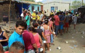 Habitantes de Cúcuta alimentan a deportados de Venezuela / MAURICIO DUEÑAS CASTAÑEDA (EFE)