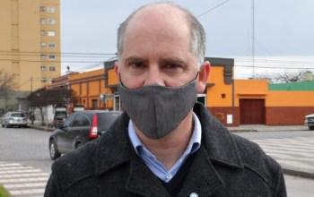 Lisandro Matzkin, intendente de Pringles, con su tapabocas colocado.