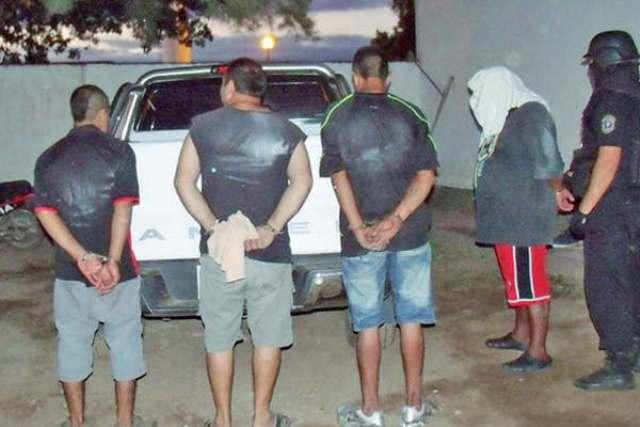 4 jóvenes detenidos