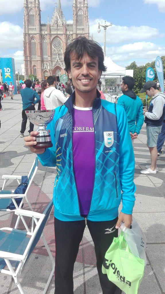 Ezequiel Brahim ganó la media maratón de La Plata.