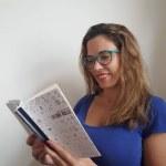 AUDIO. María Soledad Manin presenta este domingo LO QUE BULLE, en la Biblioteca Sarmiento.