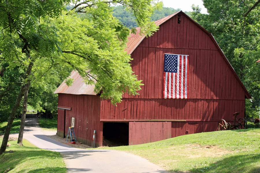 Tennessee Barn with US flag