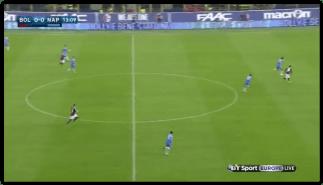 L'azione dell'1-0. L'errata difesa della profondità del Napoli: Koulibaly fa il fuorigioco, mentre Albiol rimane troppo arretrato traendo in inganno anche arbitro e guardalinee