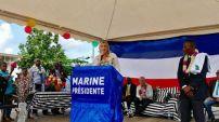 A Mayotte où elle rencontre un accueil extrêmement chaleureux des Mahorais !
