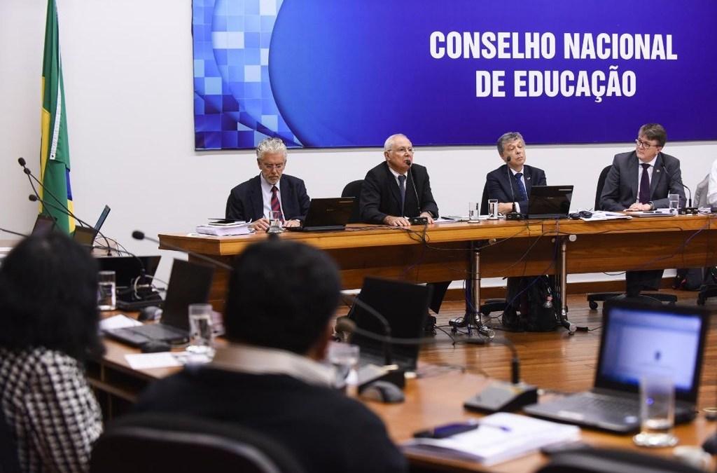 ANPEd e ABdC lamentam a aprovação da BNCC pelo CNE