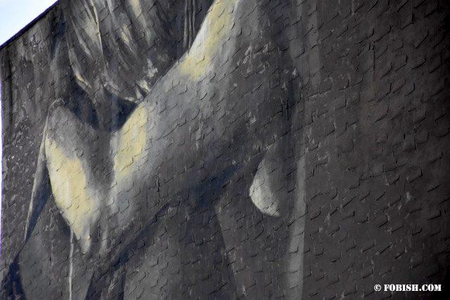 Graffiti of woman hugging her lover