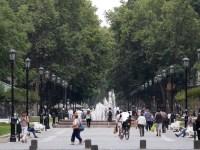 05 de Enero  de 2016 / SANTIAGO Personas caminan por el Paseo Bulnes, en el centro de Santiago   FOTO:FRANCISCO FLORES SEGUEL/AGENCIAUNO