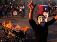 People demonstrate against the government economic policies in Santiago, on October 26, 2019, a day after more than one million people took to the streets for the largest protests in a week of demonstrations. - Chilean President Sebastian Pinera on Saturday announced a major government reshuffle and the military lifted the nighttime curfew in the Chilean capital Santiago, after a week of deadly demonstrations demanding economic reforms and Pinera's resignation. (Photo by CLAUDIO REYES / AFP) (Photo by CLAUDIO REYES/AFP via Getty Images)