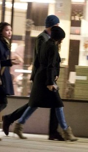 December15, 2016: Meghan Markle y Prins Harry nan prome potretnan hunto na London West End.