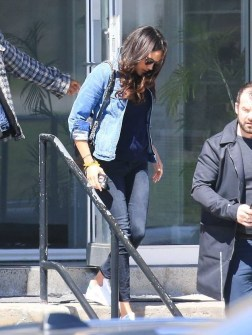 April 18, 2017: Meghan Markle bayendo bek trabou despues di a pasa su Easter weekend cu Prins Harry.