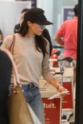Juni 27, 2017: Meghan Markle na Toronto International Airport pa aborda un vuelo pa London.