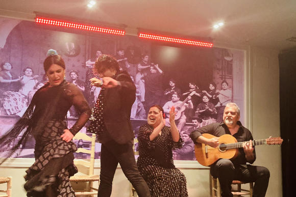 Du Flamenco improvisé sur la petite scène de la Tablao La Cantaora