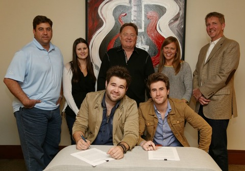 The Swon Brothers have signed a recording contract with Sony Music Nashville, becoming the newest act on the label group's Arista Nashville roster.  Pictured seated (l-r): Zach Swon, Colton Swon.  Pictured standing (l-r): Sony Music Nashville's A&R VP Jim Catino, A&R Director Taylor Lindsey, and Chairman & CEO Gary Overton; Arista Nashville Promotion VP Lesly Tyson; and Hill Entertainment Group's Greg Hill.  Photo Credit: Alan Poizner