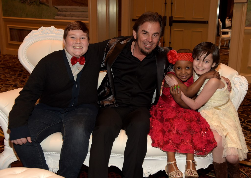"Thomas, musician Jonathan Cain, Makalyn, and Jessica attend ""Stars For Wishes"" 2015 on January 17, 2015 in Nashville, Tennessee.  (Photo by Rick Diamond/Getty Images for Make A Wish)"