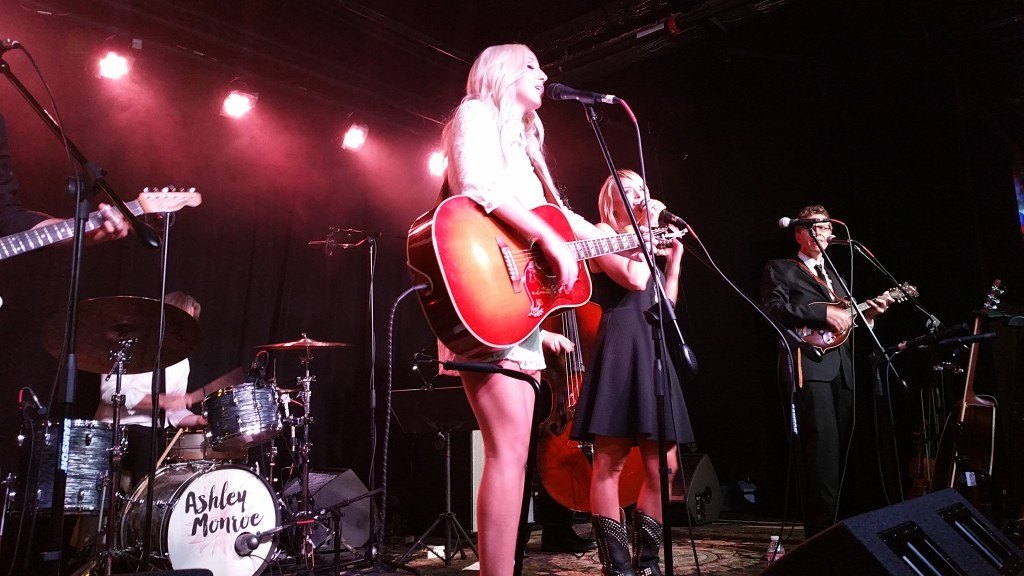 Ashley Monroe joined by Miranda Lambert on stage.