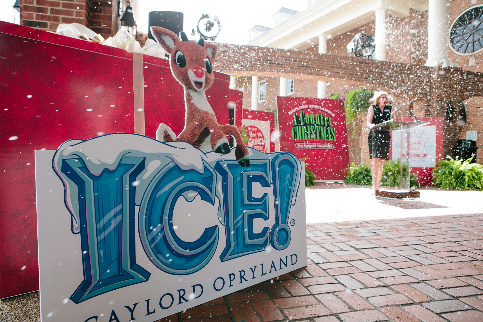 Opryland Christmas.Gaylord Opryland Resort Starts Christmas Preparations In July