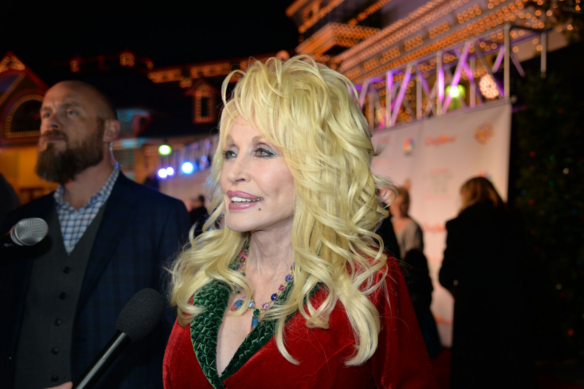 "DOLLY PARTON PREMIERES NEW MOVIE ""CHRISTMAS OF MANY COLORS: CIRCLE ..."